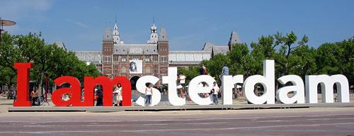 museumplein_i_amsterdam_mensen